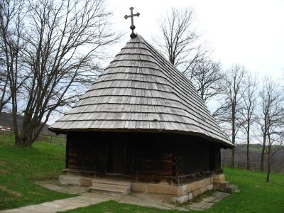 takovo_Crkva_brvnara_lozanjska terasa